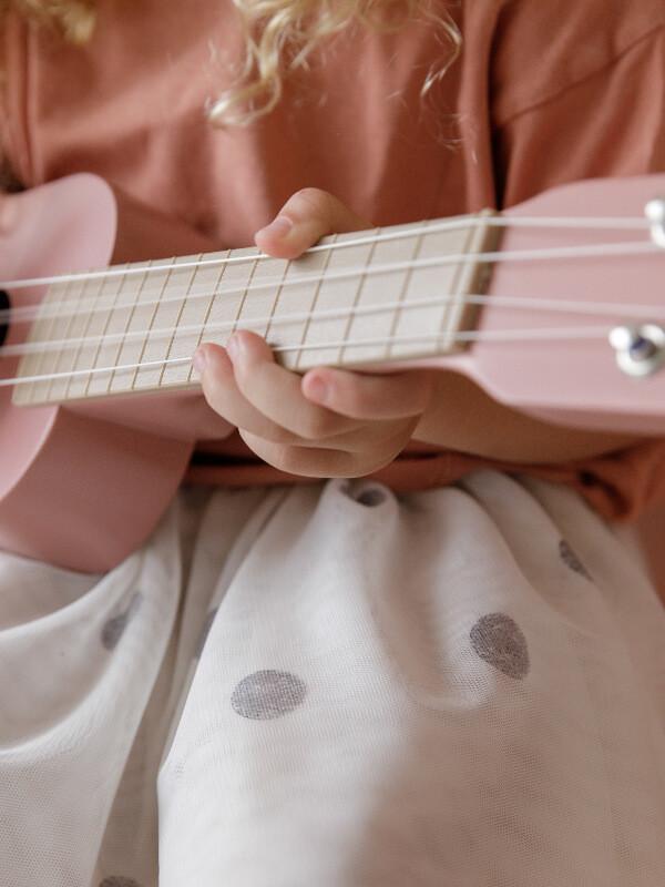 Chitară din lemn roz