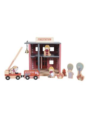 Secţie de pompieri cu figurine din lemn